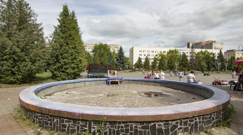 рівне фонтан бібліотека